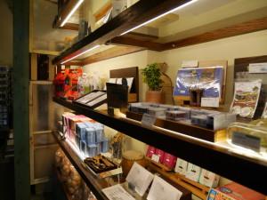 入り口には、台南グッズや書籍が売ってます